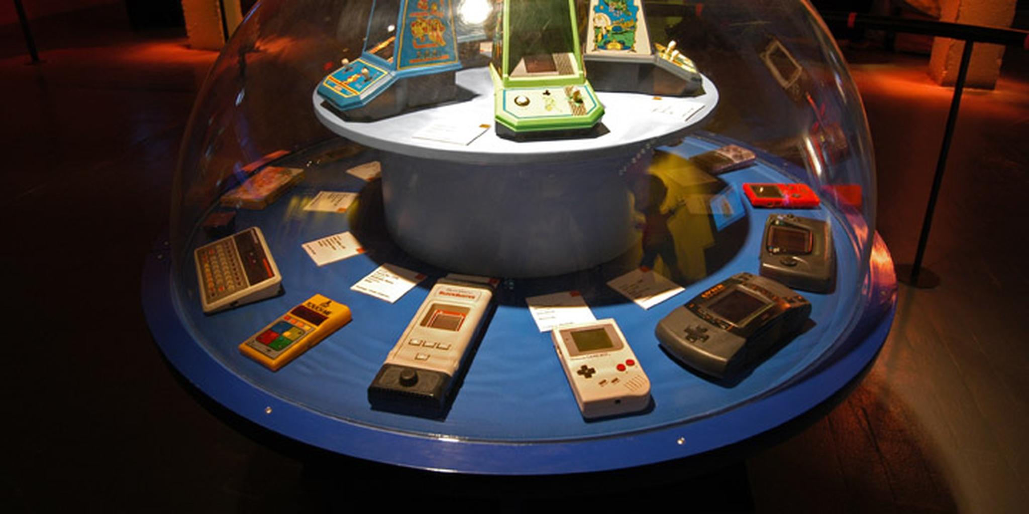 All sizes | Sélection de consoles portables et de jeux électroniques | Flickr - Photo Sharing!