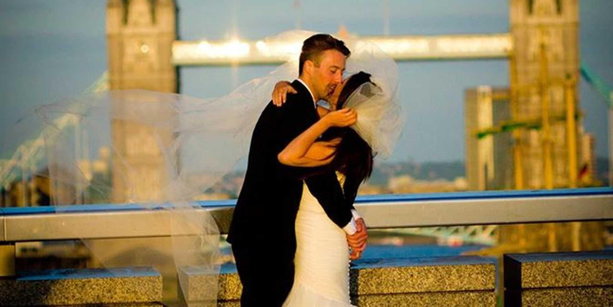 viral wedding photo