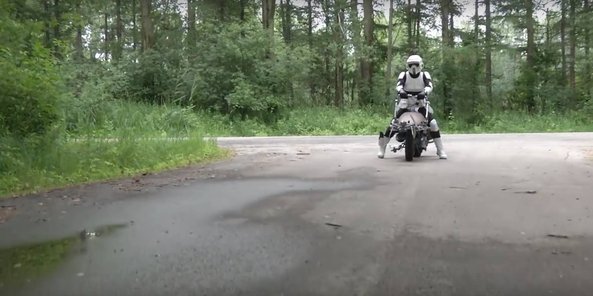 Someone built a working motorcycle replica of a 'Star Wars' speeder bike